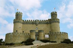 Fachada principal del castillo.