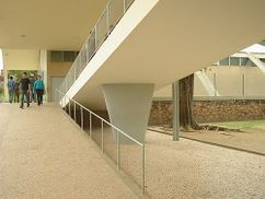 Reidy.Escuela y gimnasio en Pedregulho.2.jpg