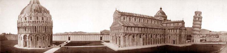 Panorámica de la catedral románica de Pisa con el baptisterio, el duomo, el camposanto y el campanile en 1909