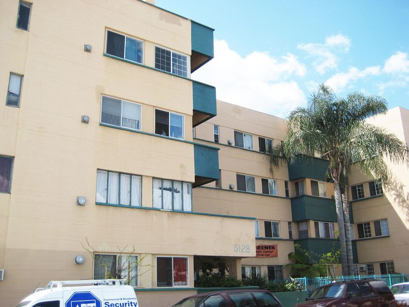 Archivo:Neutra.ApartamentosJardinette.6.jpg