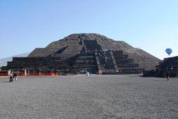 PyramidMoonEquinox1.JPG