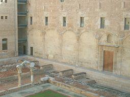 Detalle columnas y arcos del primer claustro