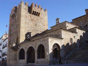 Caceres torre de Bujaco ermita de la Paz.jpg