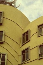 Muro modellato (Praga 1997).jpg