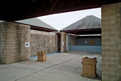 Kahn.bathhouse002 lg.jpg