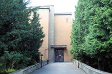 Ceremonial hall at Brno central cemetery 1.jpg